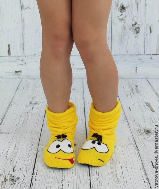 """Обувь ручной работы. Ярмарка Мастеров - ручная работа. Купить Домашние сапожки """"Друзей не выбирают"""". Handmade. Желтый, флис"""