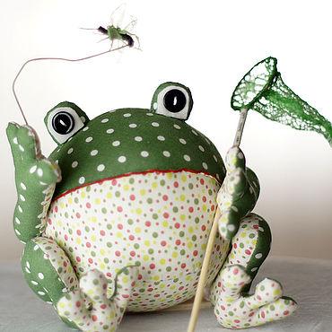 Куклы и игрушки ручной работы. Ярмарка Мастеров - ручная работа Лягушка с сачком и комариком. Handmade.