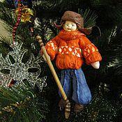 Куклы и игрушки ручной работы. Ярмарка Мастеров - ручная работа Алёшка-хоккеист - ватная елочная игрушка. Handmade.