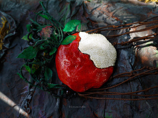 """Колье, бусы ручной работы. Ярмарка Мастеров - ручная работа. Купить Сказочное колье """"Яблочко Белоснежки"""". Handmade. Яблоко, листья"""