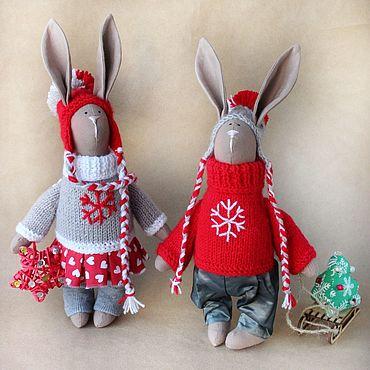 Куклы и игрушки ручной работы. Ярмарка Мастеров - ручная работа Игрушки: зайчики тильда в шапках новогодний подарок. Handmade.