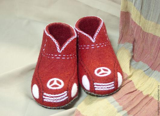 """Обувь ручной работы. Ярмарка Мастеров - ручная работа. Купить Детские валяные тапочки """"Мерседесики"""". Handmade. Ярко-красный"""