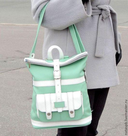 Универсальный, элегантный аксессуар, превращающийся, по Вашему желанию, из вместительной сумки в функциональный рюкзак - это удобно и комфортно в стремительной городской жизни.