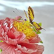 Украшения ручной работы. Ярмарка Мастеров - ручная работа Пион с бабочкой брошь из полимерной глины. Handmade.