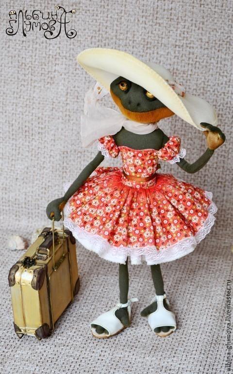 Коллекционные куклы ручной работы. Ярмарка Мастеров - ручная работа. Купить Лягушка ЛОЛА, авторская текстильная кукла ручной работы.. Handmade.