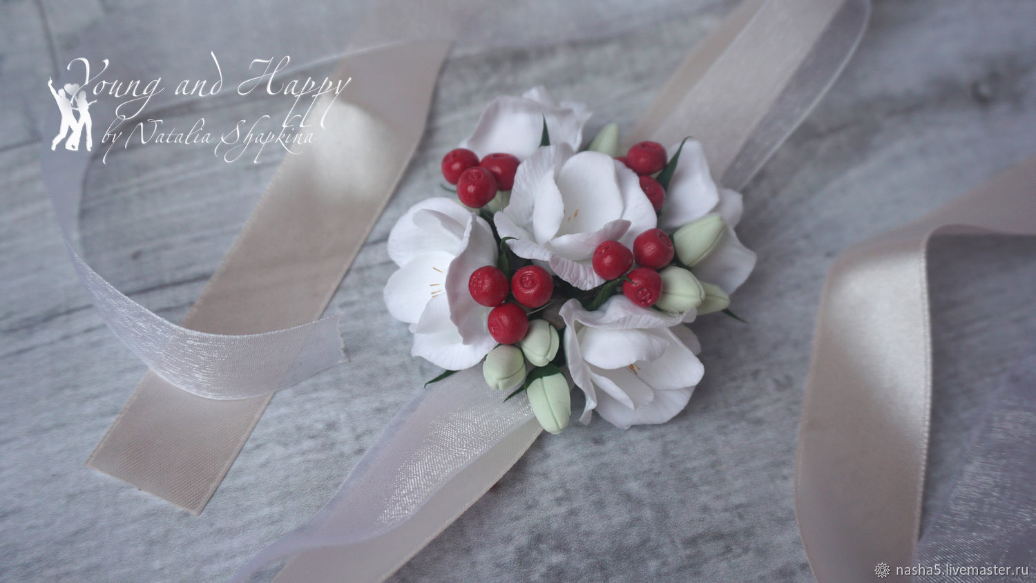 bracelet for the bride and her bridesmaids berries freesia Marsala