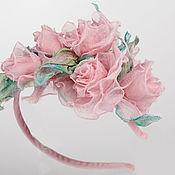 Свадебный салон ручной работы. Ярмарка Мастеров - ручная работа Ободок с нежными розовыми розочками из шелка. Ободок с цветами.. Handmade.