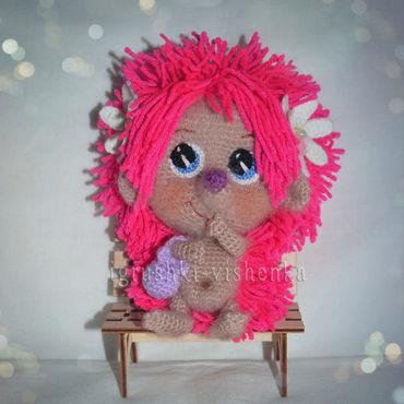 Куклы и игрушки ручной работы. Ярмарка Мастеров - ручная работа Ежик Ежевичка - маленькая модница с розовыми колючками. Handmade.