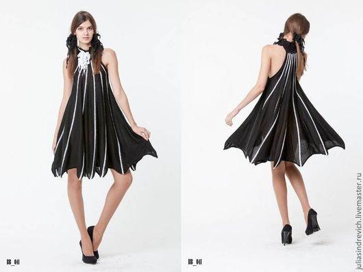 BB_041 Платье «Летучая мышь» с американской проймой, с черным воротом из ЮЛЫ, цвет черный с белыми ажурными прожилками, 40% мериносовая шерсть, 40% акрил, 20% метанит, ворот вискоза.
