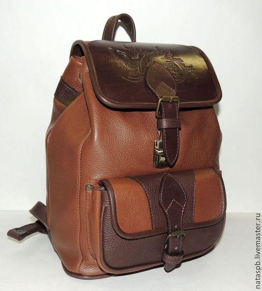 Кожаный рюкзачок «Фраппе» - это аппетитный аксессуар, где сочетание цветов кожи ассоциируется с сочетанием молока и кофе или шоколадного бисквита.