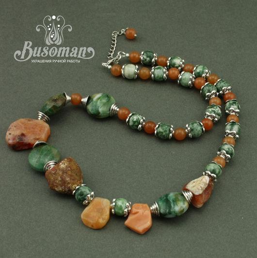 Асимметричное колье из натуральных камней в спокойной цветовой гамме в подарок для женщины или девушки