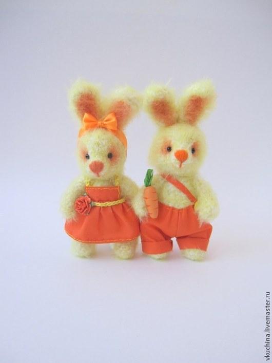 зайка зайцы зайчик зайчата зайчики зайки игрушка заяц зайцы вязаные зайчики вязаные вязаные зайки вязаные игрушки желтый оранжевый желтые зайцы авторская игрушка кролики игрушки игрушка зайчик зайчонок заянька кролик подарок