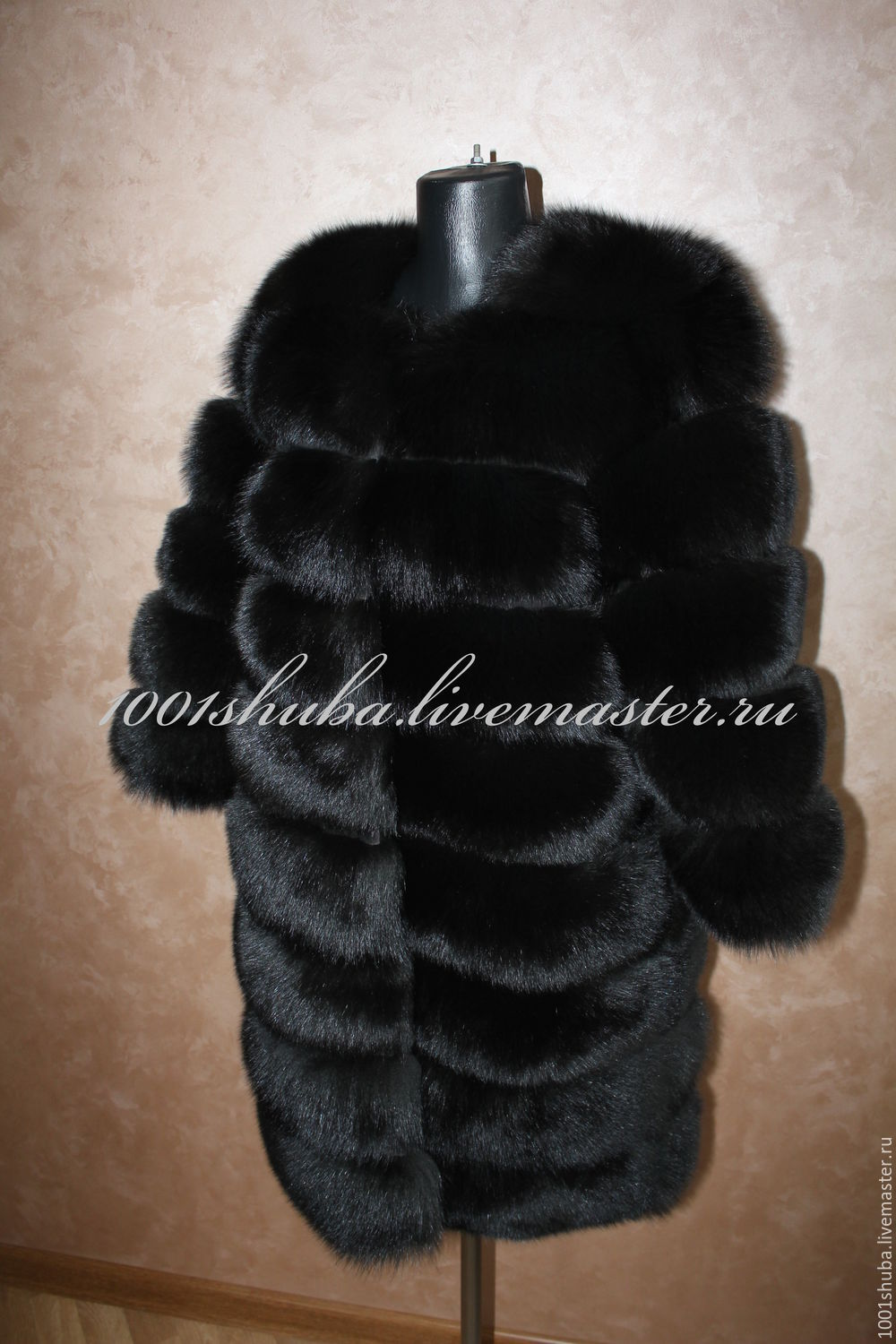 Fur coat from the Scandinavian Arctic Fox, a transverse sewing wide strips, suede, product length 80-90 smna photo, sew a possible product of any length, the coat is a little bulky,but it looks gorgeo