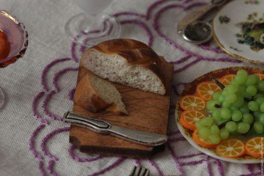 Еда ручной работы. Ярмарка Мастеров - ручная работа. Купить Хлеб из полимерной глины на разделочной доске. Handmade. Бежевый