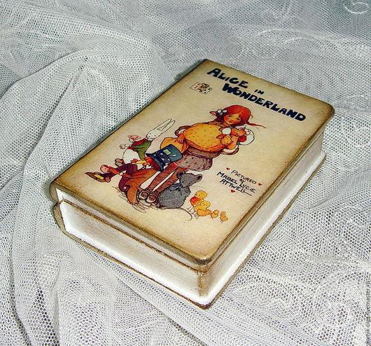 """Шкатулки ручной работы. Ярмарка Мастеров - ручная работа. Купить Маленькая шкатулка-книга """"Алиса в стране чудес"""". Handmade. Желтый"""