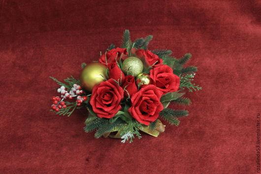 Букеты ручной работы. Ярмарка Мастеров - ручная работа. Купить Новогодняя композиция с красными розами. Handmade. Бордовый, конфетная композиция