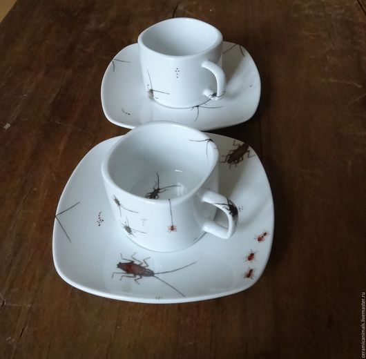 Любителям насекомых и просто людям со здоровым  чувством юмора. Продается только комплектом. Цена 3000руб. за комплект из двух чашек и блюдец.