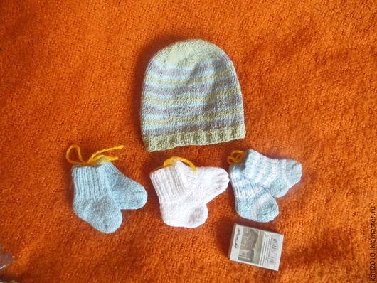 Комплекты аксессуаров ручной работы. Ярмарка Мастеров - ручная работа. Купить Шапочка и носочки из хлопка-стрейч, связаны для новорожденных деток. Handmade.