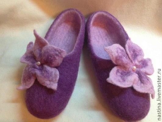 """Обувь ручной работы. Ярмарка Мастеров - ручная работа. Купить Тапочки женские """"Сирень"""". Handmade. Сиреневый, тапочки с цветами, подарок"""