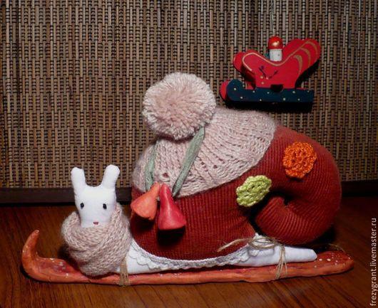 Куклы Тильды ручной работы. Ярмарка Мастеров - ручная работа. Купить Улитка-лыжница. Handmade. Бордовый, необычный подарок, лыжница
