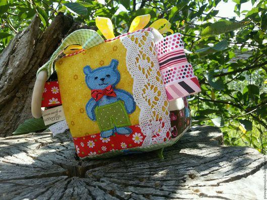 """Развивающие игрушки ручной работы. Ярмарка Мастеров - ручная работа. Купить Развивающий кубик для малышей """" Мишки на прогулке"""". Handmade."""