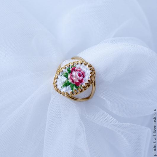 Кольца ручной работы. Ярмарка Мастеров - ручная работа. Купить Кольцо позолоченное с розой.. Handmade. Вышивка, украшения, бижутерия авторская