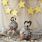 Новогодние сувениры ручной работы. Ярмарка Мастеров - ручная работа Путешествие на Луну - войлочный шар на ёлку. Handmade.