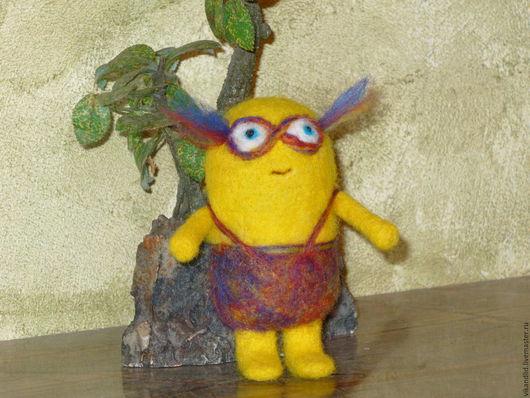 """Сказочные персонажи ручной работы. Ярмарка Мастеров - ручная работа. Купить валяная игрушка """"  Миньончик Ресничка """". Handmade."""