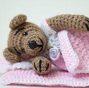 Куклы и игрушки ручной работы. Ярмарка Мастеров - ручная работа Мишка Вязаный в Розовой Постельке. Handmade.