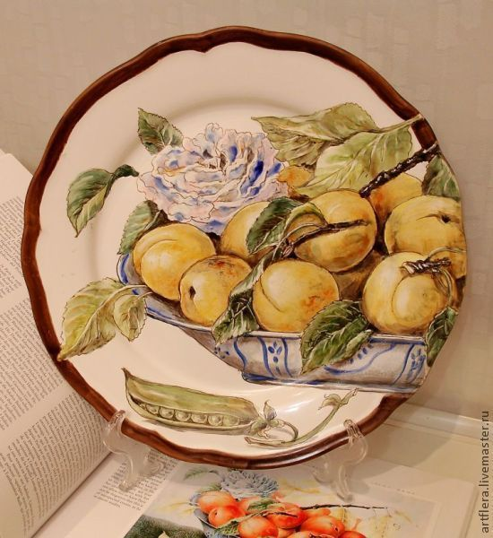 The painted porcelain.Painted porcelain plates. ' Peaches in the dish', Plates, Kazan,  Фото №1