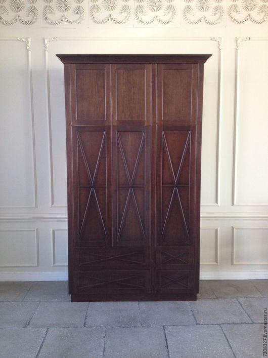 Большой, вместительный шкаф для одежды из натурального дерева. Разница в цвете,материалах, размерах возможна,благодаря ручной работе.