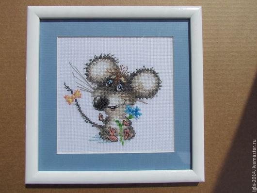 """Детская ручной работы. Ярмарка Мастеров - ручная работа. Купить Вышивка крестиком """"Влюбленный мышонок"""" ручная работа. Handmade. Синий"""