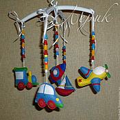 """Куклы и игрушки ручной работы. Ярмарка Мастеров - ручная работа Мобиль для мальчика цветной """"Транспорт"""". Handmade."""