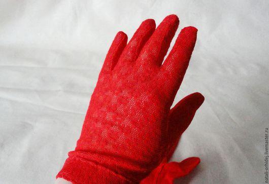 Винтажные перчатки `Алый мак`.