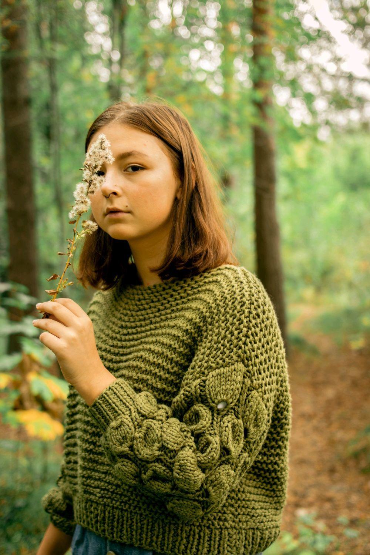 Женский оливковый свитер объемными рукавами – купить на Ярмарке Мастеров – IP2UTRU   Свитеры, Санкт-Петербург