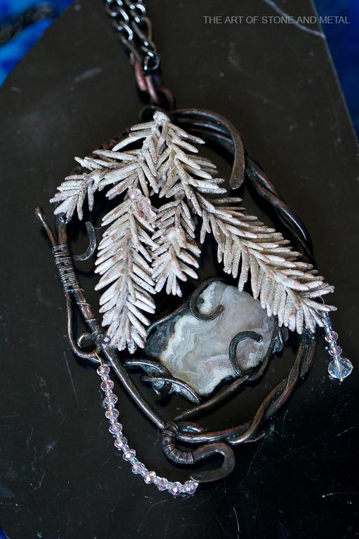 Кулоны, подвески ручной работы. Ярмарка Мастеров - ручная работа. Купить Кулон металлический с агатом Зимняя Ель. Handmade. Серебряный
