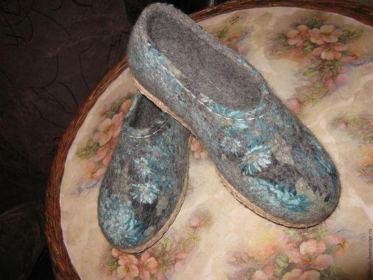 Обувь ручной работы. Ярмарка Мастеров - ручная работа. Купить Войлочные тапко-туфли. Handmade. Войлочные тапочки