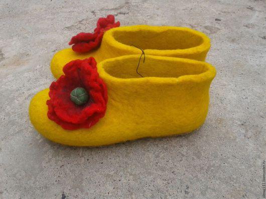 Обувь ручной работы. Ярмарка Мастеров - ручная работа. Купить Валяные тапочки. Handmade. Желтый, тапочки домашние, тапочки из войлока