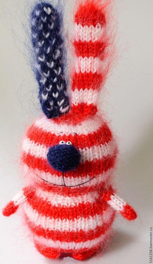 Игрушки животные, ручной работы. Ярмарка Мастеров - ручная работа. Купить Зайка-патриот США - вязаный зайчик американский флаг. Handmade.