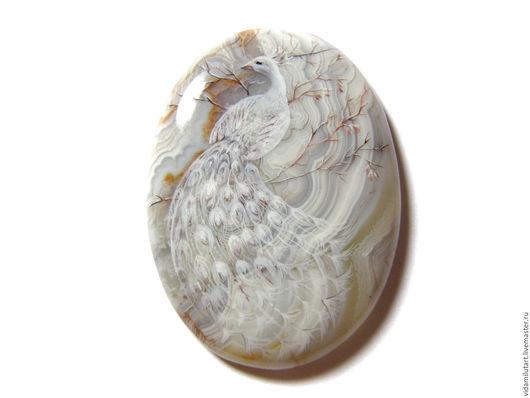 Роспись по камню ручной работы. Ярмарка Мастеров - ручная работа. Купить Белый павлин на агате. Handmade. Белый, Альбинос