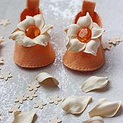 Работы для детей, ручной работы. Ярмарка Мастеров - ручная работа Карамельно-апельсиновые пинетки-туфельки. Handmade.