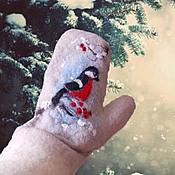 """Аксессуары ручной работы. Ярмарка Мастеров - ручная работа валяные Варежки """"Снегири-2"""". Handmade."""