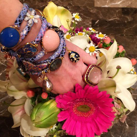 Браслеты ручной работы. Ярмарка Мастеров - ручная работа. Купить Изысканный браслет из итальянской кожи с полудрагоценными камнями. Handmade. Голубой