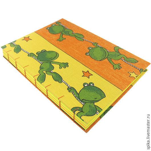 """Блокноты ручной работы. Ярмарка Мастеров - ручная работа. Купить Книга для записей """"Весёлые лягушки"""". Handmade. Блокнот, лягушки, Скрапбумага"""