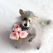 Свадебный салон ручной работы. Ярмарка Мастеров - ручная работа Игрушка Енот с букетом роз. Handmade.