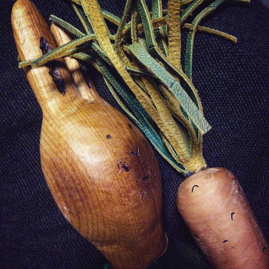 Статуэтки ручной работы. Ярмарка Мастеров - ручная работа. Купить Заяц с морковкой/ зайчик из дерева/ подарок с душой/ авторская кукла. Handmade.