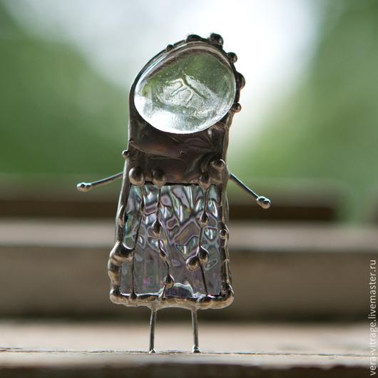 Броши ручной работы. Ярмарка Мастеров - ручная работа. Купить Солнечный брошо-человечек в одежке из дождика. Стекло, металл.. Handmade.