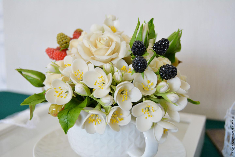 Букет из цветы жасмина, комнатные растения