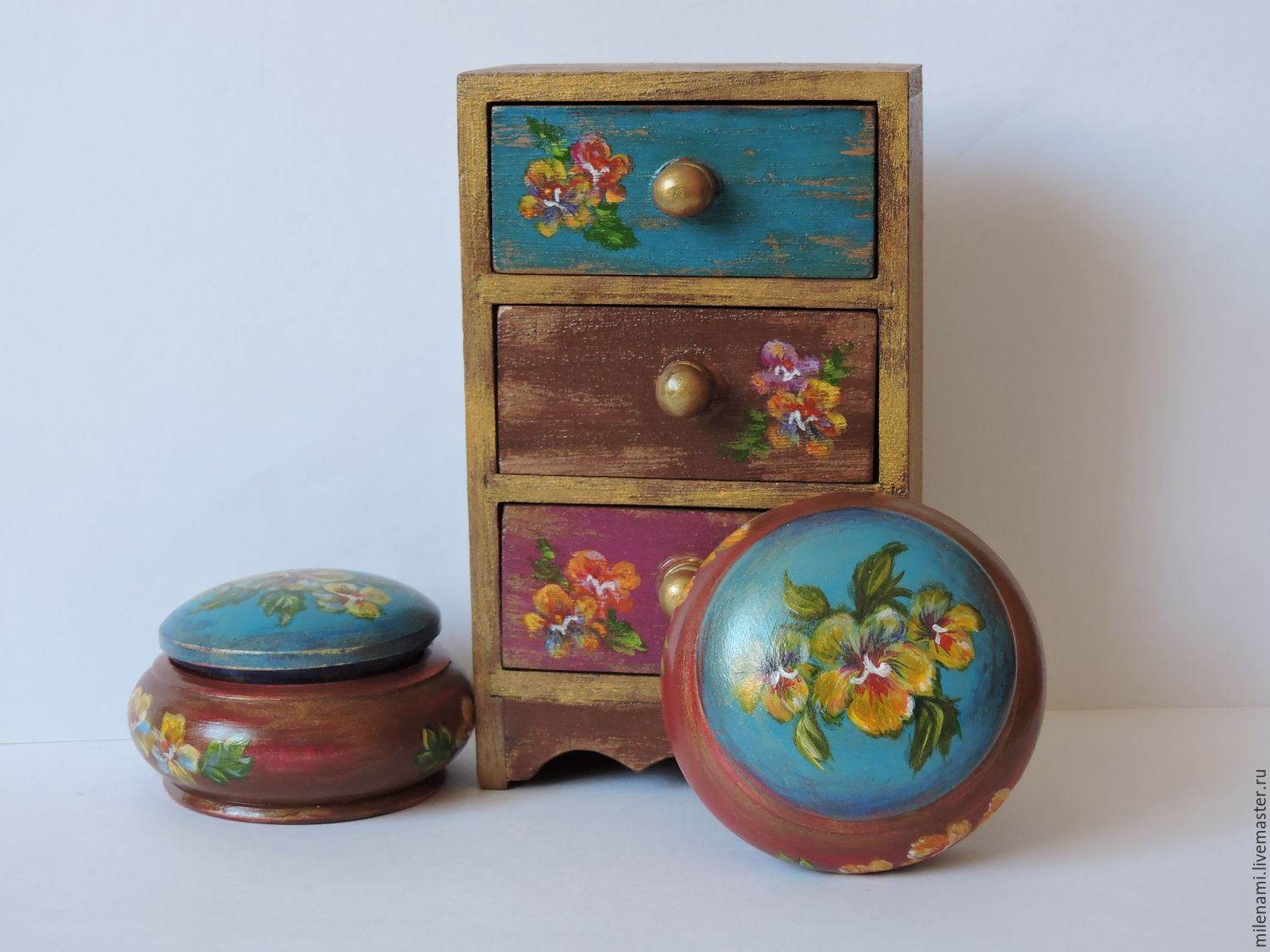 Pansies, round wooden jewelry box, hand painted.