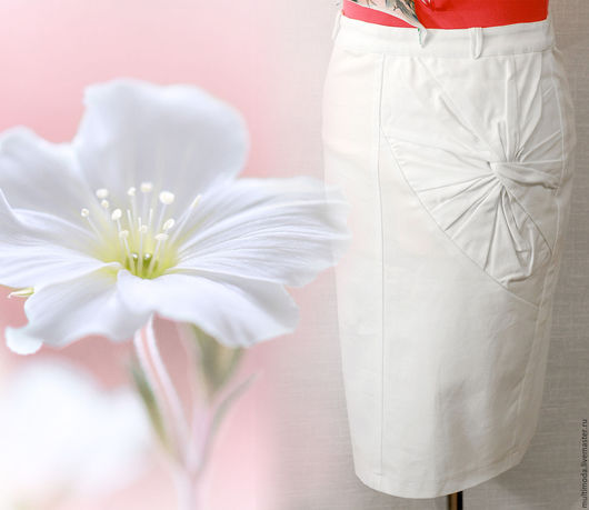 Юбки ручной работы. Ярмарка Мастеров - ручная работа. Купить Белая офисная юбка с цветком. На выпускной. Скидка 30%. Handmade.